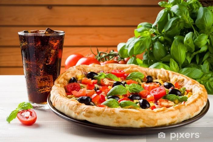 Carta Da Parati Pizza E Coca Sul Tavolo In Legno Pixers Viviamo Per Il Cambiamento