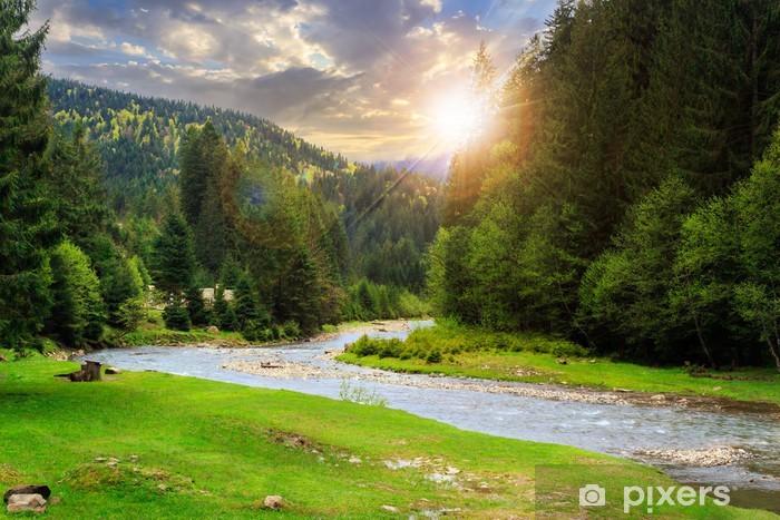 Fototapet av Vinyl Camping plats nära berg flod vid solnedgången - Floder