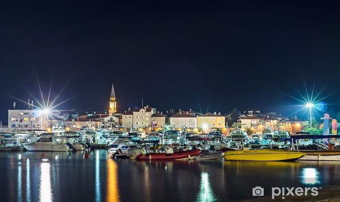 Naklejka Pixerstick Linia brzegowa i marina noc Budva - Europa