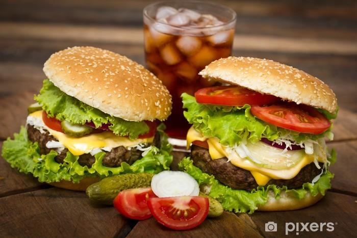 Fototapeta winylowa Hamburger na stole bliska - Tematy