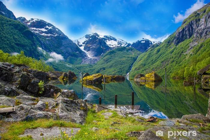 Fototapeta winylowa Wielkie mistyczne bondhusvatnet jeziora, Norwegia - Tematy
