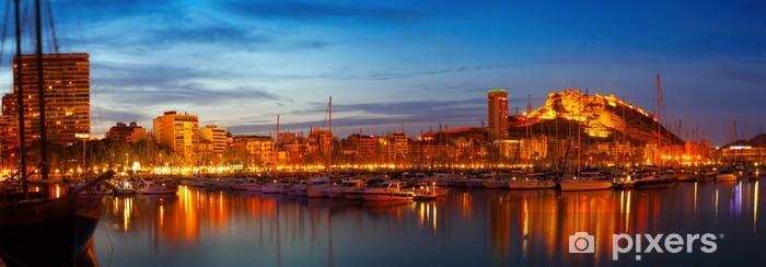 Fototapeta winylowa Port w nocy. Alicante, Hiszpania - Pejzaż miejski