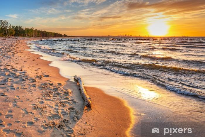 Fotomural Estándar Puesta de sol en la playa en el mar Báltico en Polonia - Temas