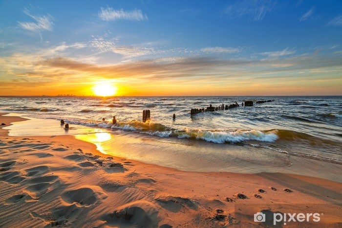 Papier peint vinyle Coucher de soleil sur la plage de la mer Baltique en Pologne - Thèmes