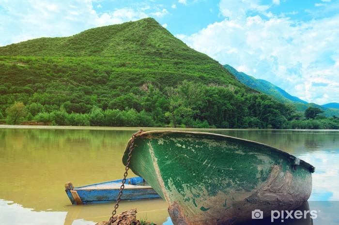 Vinyl-Fototapete Zwei Boote im Fluss auf die malerische Landschaft - Themen