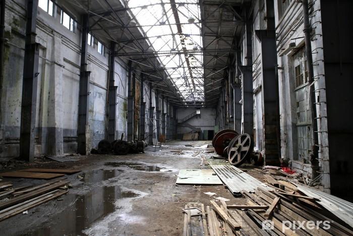 Fototapeta winylowa Wnętrze opuszczonej fabryce - Budynki przemysłowe i handlowe