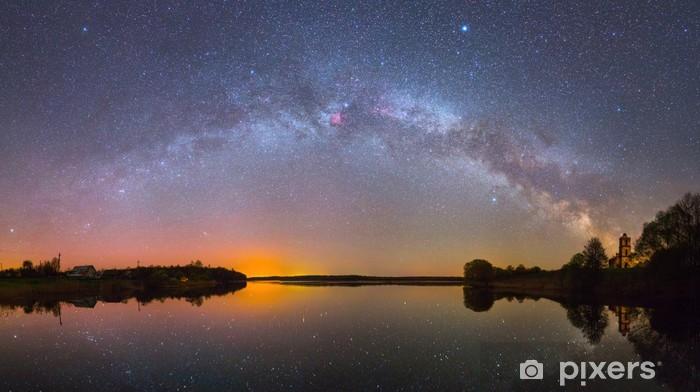 Vinyl Fotobehang Heldere Melkweg over het meer 's nachts (panoramische foto) - Thema's