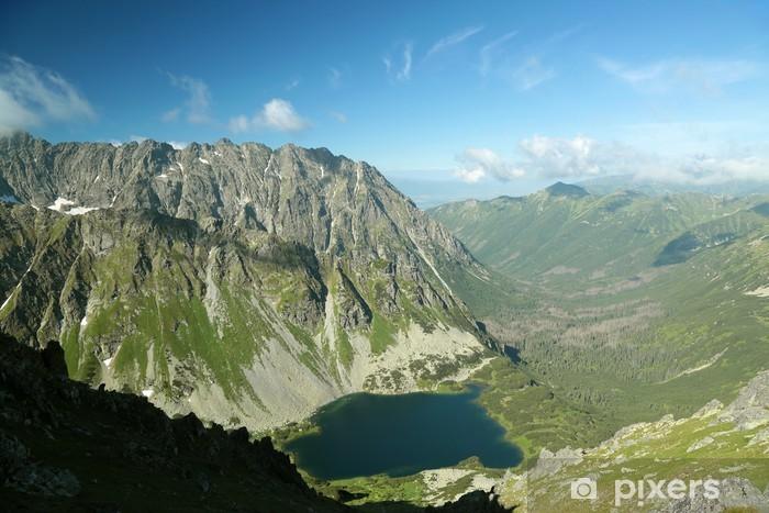Fototapeta winylowa Widok z góry na góry i stawem w dolinie - Tematy