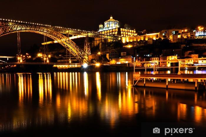 Vinyl Fotobehang Dom Luis I Brug over de rivier de Douro in Porto at Night - Europa