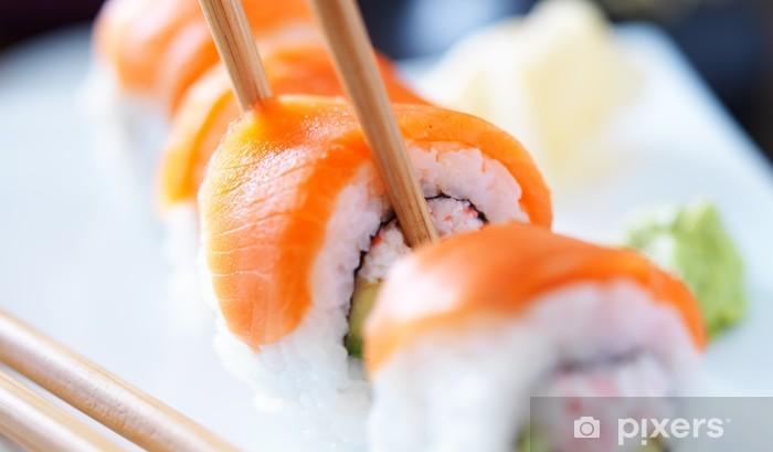 Vinyl Fotobehang Het eten van sushi met chopstricks panorama foto - Sushi