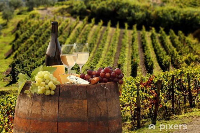 Vinilo Pixerstick Vino blanco con barell en el viñedo, Chianti, Toscana, Italia - Temas