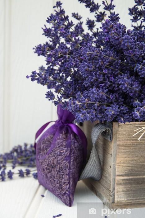 Pixerstick Sticker Mooie geurige lavendelbos in het rustieke huis vormgegeven omgeving - iStaging