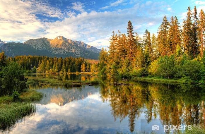 Papier peint vinyle Lac de montagne en Slovaquie - Strbske Pleso - Thèmes