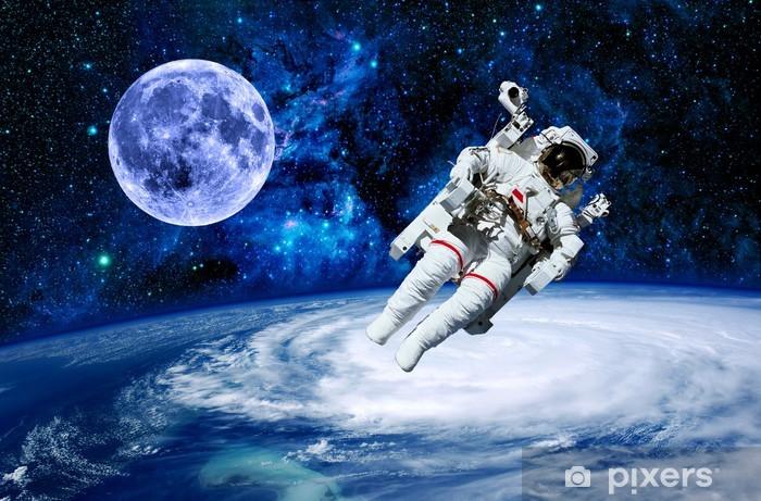 Papier Peint Lastronaute De La Terre Lune Espace Pixers Nous