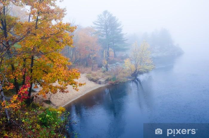 Naklejka Pixerstick Mglisty dzień jesieni na rzece w Nowej Anglii - Pory roku