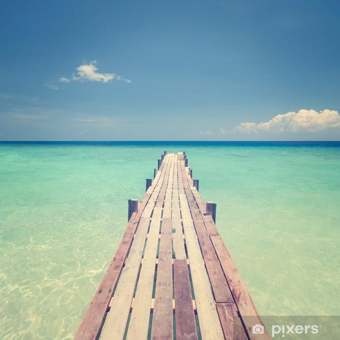 Poster Pont de bois en direction de la mer - Eau
