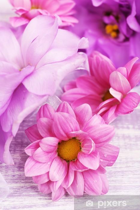 Fototapeta winylowa Piękna chryzantema kwiaty i sztuczne Eustoma - Kwiaty