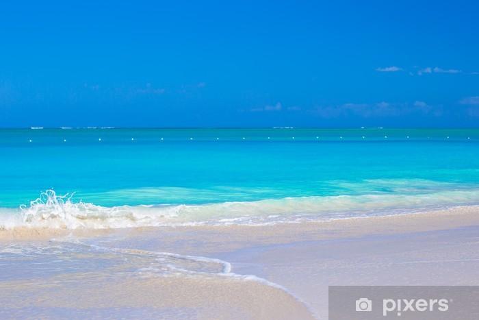 Nálepka Pixerstick Perfektní bílé pláže s tyrkysovou vodou na krásném ostrově - Voda
