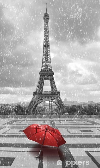 Fototapeta winylowa Wieża Eiffla w deszczu. czarno-białe zdjęcie z czerwonym elementem - Style