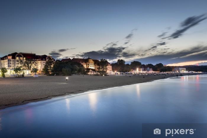 Papier peint vinyle Coucher de soleil sur la plage de Sopot en Pologne - Thèmes