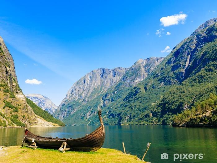 Fotomural Estándar Turismo y viajes. Montañas y fiordo en Noruega. - Temas