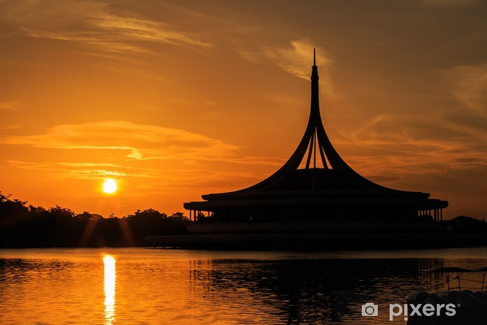 b658793345c Fotobehang - Vinyl Silhouet schot van de iconische Ratchamongkol Pavillion  bij Rama 9