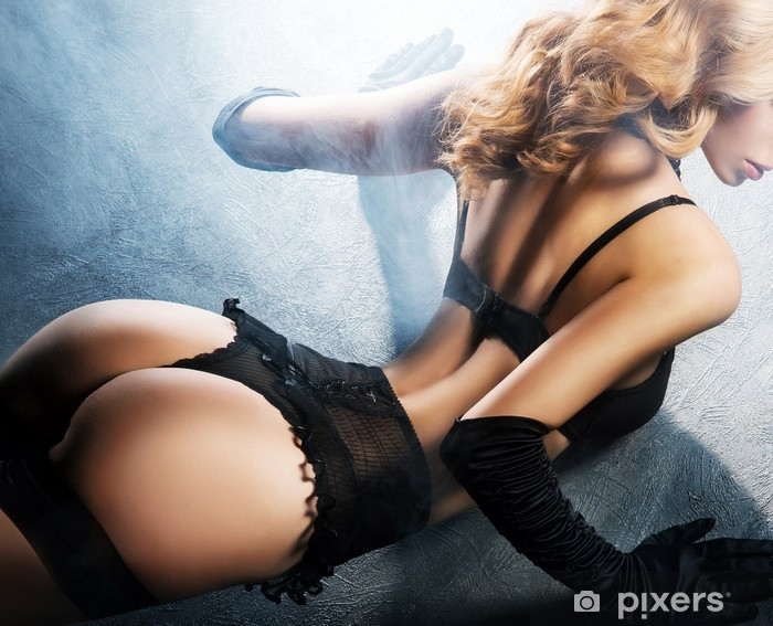 Papier peint vinyle Jeune et belle danseuse de cabaret dans la lingerie sexy vintage - Sous-vêtements