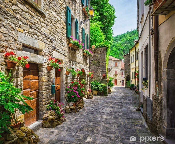 Papier peint vinyle Rue italienne dans une petite ville de province de Toscane - Thèmes