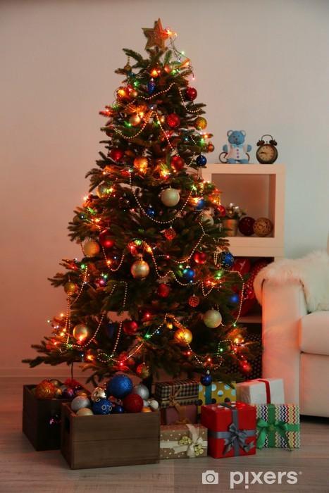 Foto Di Alberi Di Natale Decorati.Carta Da Parati Albero Di Natale Decorato Su Sfondo Casa Interno Di Notte Pixers Viviamo Per Il Cambiamento