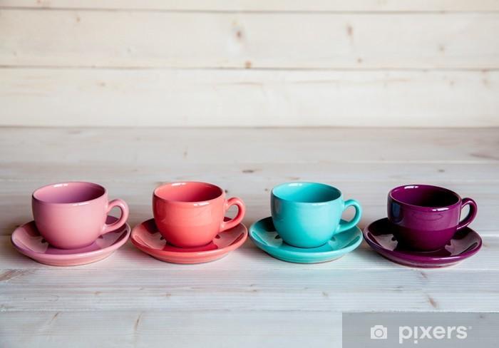 Naklejka Pixerstick Kolorowe filiżanki kawy na drewnianym stole - Tematy