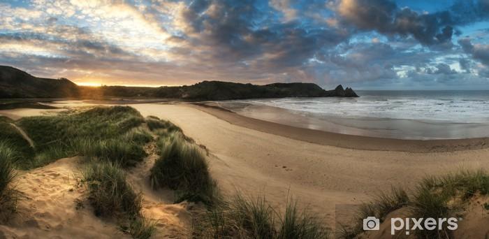 Vinilo Pixerstick Hermoso paisaje de verano salida del sol sobre la playa de arena amarilla - iStaging