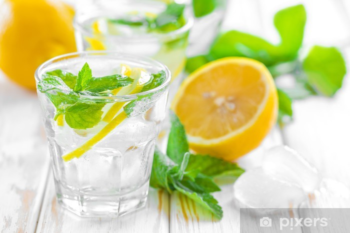Fototapeta winylowa Lemon Drink - Woda mineralna i napoje gazowane