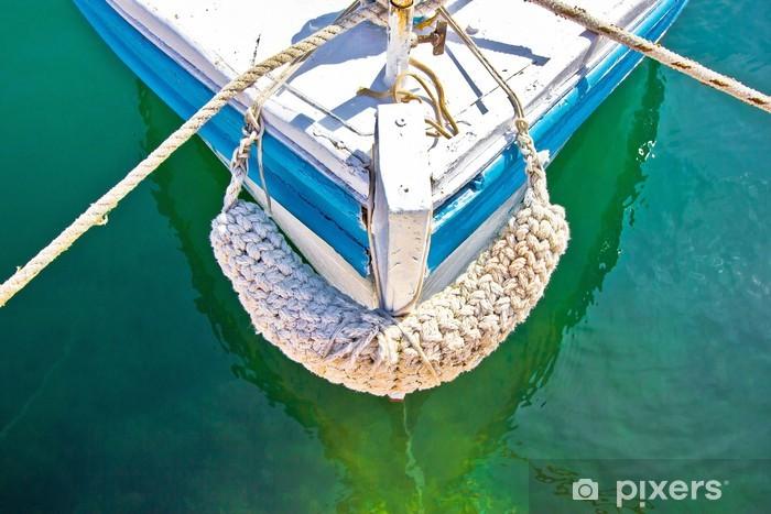 Naklejka Pixerstick Stary drewniany jacht dziobem w zielonej wodzie - Transport wodny