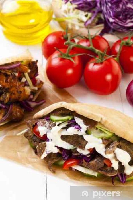 Sticker Pixerstick Kebab dans un petit pain avec sauce à l'ail - Nourriture