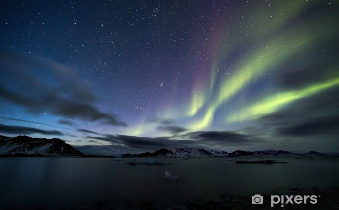 Papier peint lavable Aurores boréales sur le ciel de l'Arctique - Merveilles naturelles