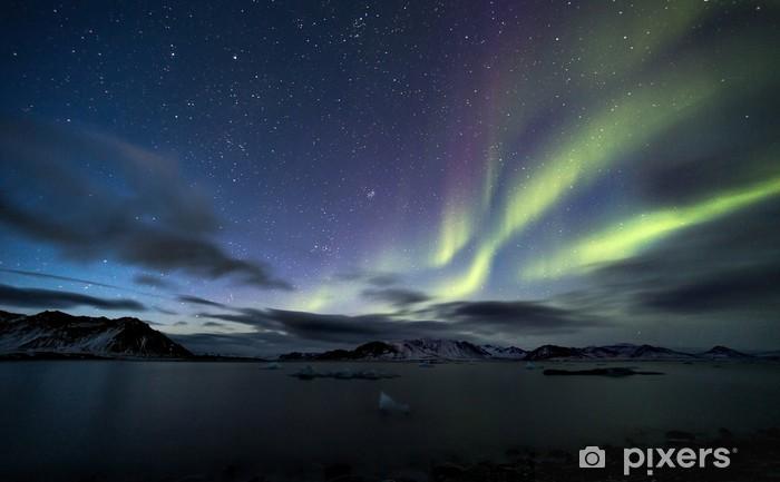 Sticker Pixerstick Aurores boréales sur le ciel de l'Arctique - Merveilles naturelles