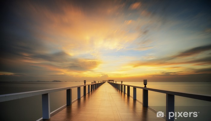 Pixerstick Sticker Beboste brug in de haven tussen zonsopkomst -