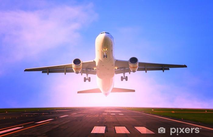 Papier peint vinyle Passager avion à réaction volant décoller de l'aéroport de piste - Thèmes