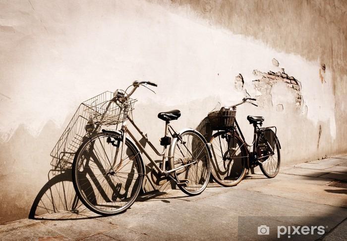Vinyl Fotobehang Italiaanse oud-stijl fietsen leunend tegen een muur - Thema's