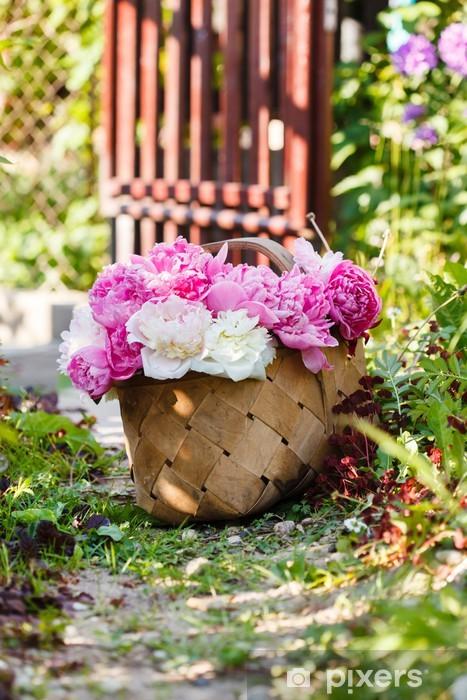 Fototapeta winylowa Piwonie w koszyku - Pejzaż miejski