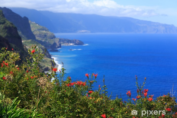Vinilo Pixerstick Vista de la hermosa costa norte de Madeira, Portugal - Europa