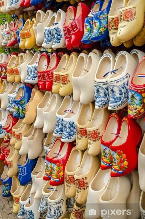 Adesivo Pixerstick Tradizionale olandese zoccoli zoccoli di legno in  negozio di souvenir Amsterdam - Città europee c330ca487da0