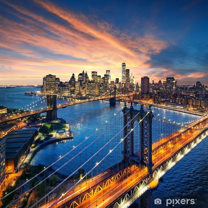 Fototapeta winylowa Zachód słońca nad Manhattanem i Brooklyn Bridge - Tematy