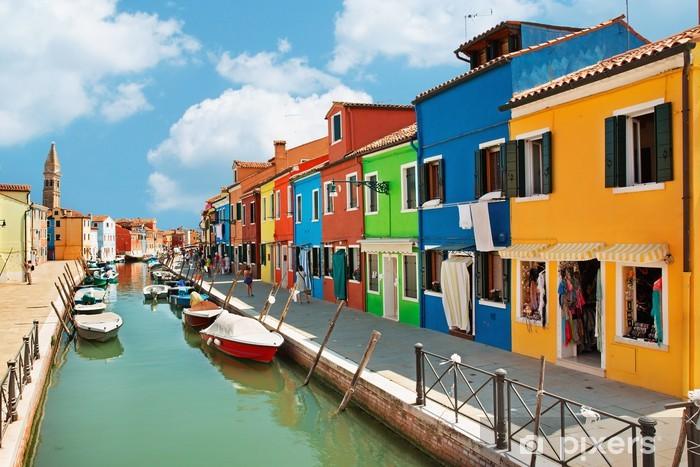 Fotomural Estándar Casas de colores por el canal de agua en la isla de Burano Venecia - Europa