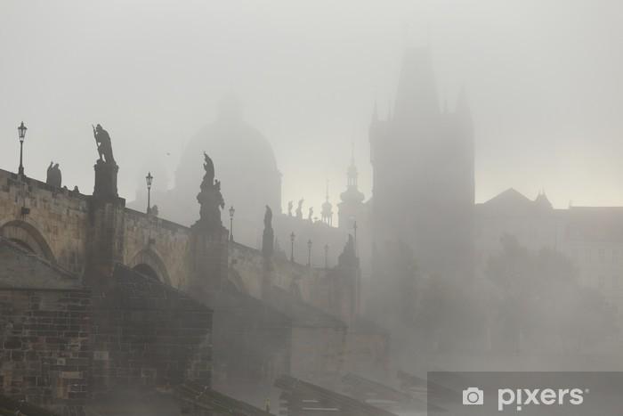 Papier peint vinyle Automne brumeux Prague Old Town avec pont Charles, République tchèque - Europe