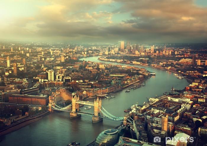 Fototapet av Vinyl London Flygfoto med Tower Bridge i solnedgången tid - Teman