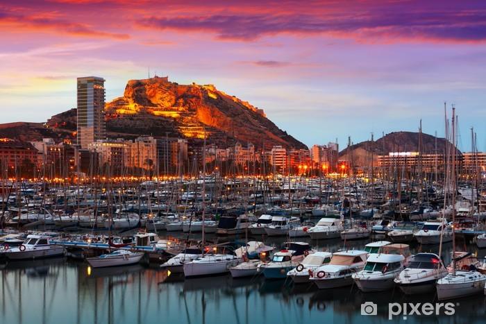 Fototapeta winylowa Portu i zamek Santa Barbara podczas zachodu słońca. Alicante - Pejzaż miejski