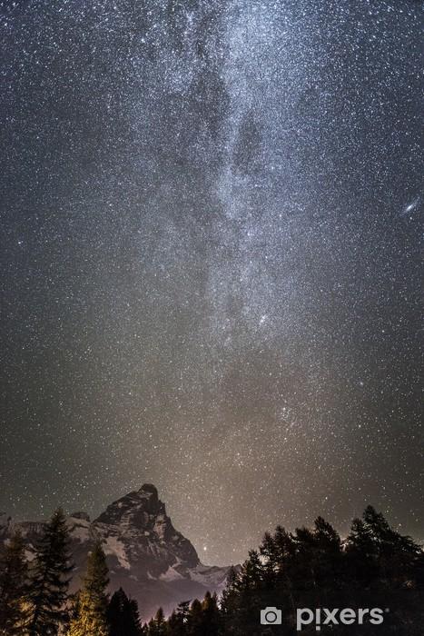 Papier peint vinyle Milky Way sur le Mont Cervin - Espace