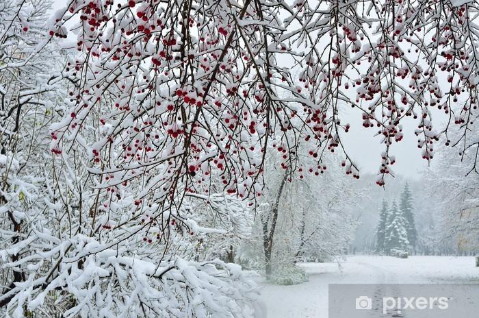 Papier peint vinyle Chutes de neige en hiver l'arrière-plan de la ville - Saisons