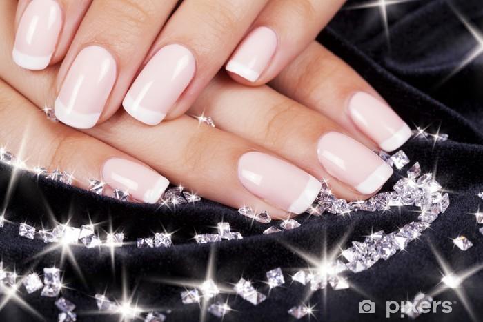 Carta da Parati in Vinile Unghie bella donna con french manicure e diamanti. - Bellezza e Cura del corpo